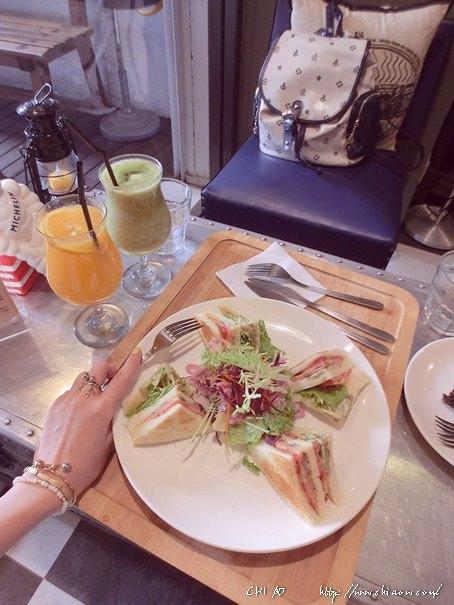 5 Ton Up Cafe+7