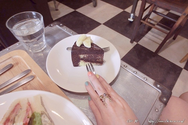 5 Ton Up Cafe+9